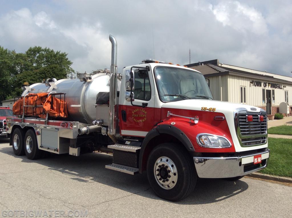 Tanker 15-85 carries twin, 3000-gallon dump tanks.